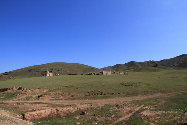 新疆维吾尔自治区塔城地区托里县位于准噶尔盆地