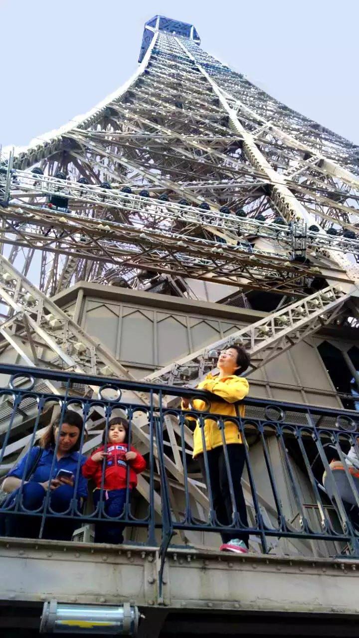 欧洲杯燃点的埃菲尔铁塔