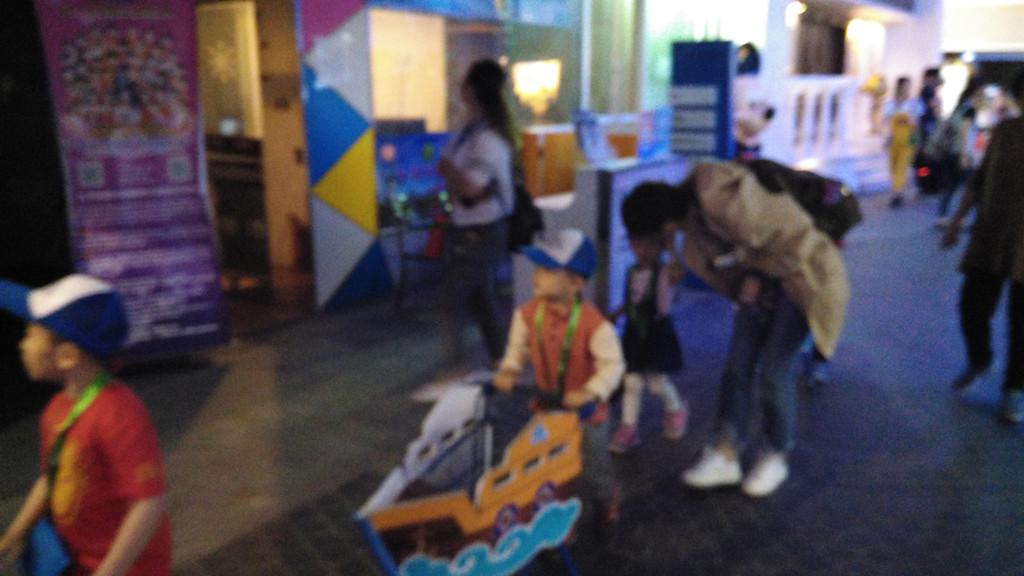 DAY 1 北京动物园 海洋馆、朝阳大悦城(蓝天职业体验馆) DAY 1 锦江之星酒店--北京动物园 步行 15分钟 南门入,直奔海洋馆 9点半到达 暂时人不多, 先看海洋剧院里海豚、海狮表演,提前1小时入场占座 后游览海底环游,其他的可以随时游览 游览时间9:30--14:00点 ,自带午餐,经济实惠 北门出 打车回锦江酒店15分钟 车费15元左右,午休 下午游 北京动物园--朝阳大悦城 地铁4号线、6号线 青年路下即到 17:00--22:00 大悦城10楼 蓝天职业体验馆,有几十种儿童职业体验,选择