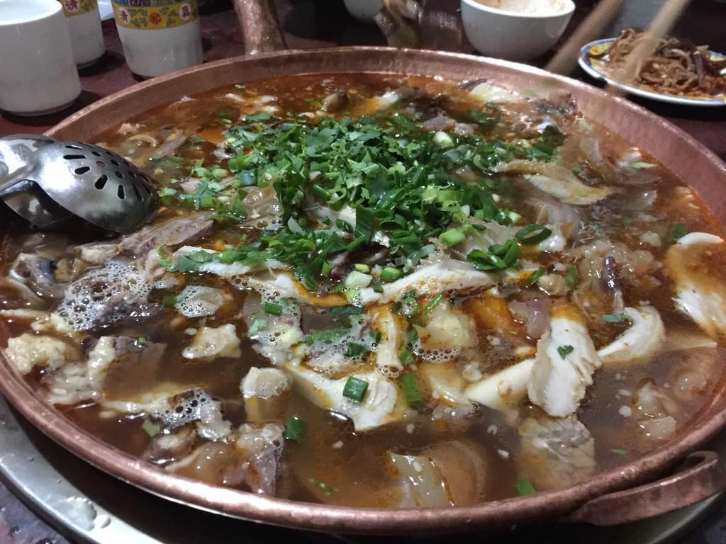 腾冲热海温泉景区 朝伟铜瓢牛肉火锅