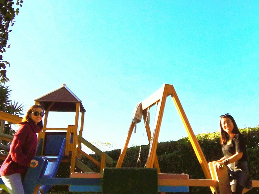 百无聊赖的我们在儿童游乐园里玩了起来