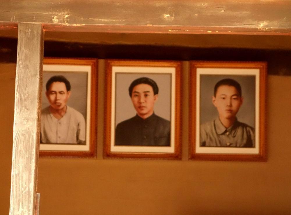 100多年前,从金日成的曾祖父起四代(曾祖父金膺禹,祖父金辅铉,父亲