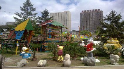 集自然博物馆,动物园,游乐园,立体影院,玩具乐园于一身.