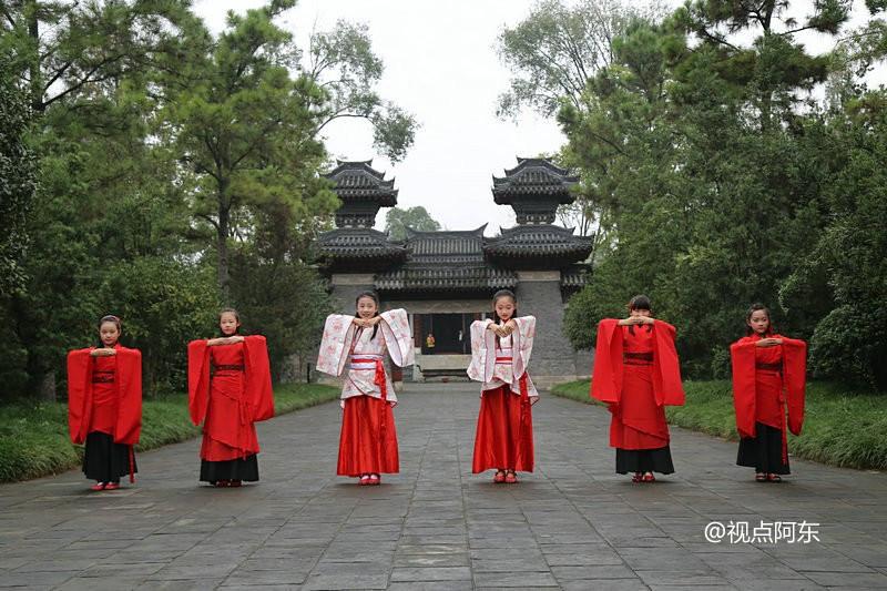 穿越时空的风景:张骞纪念馆里看汉服表演图片