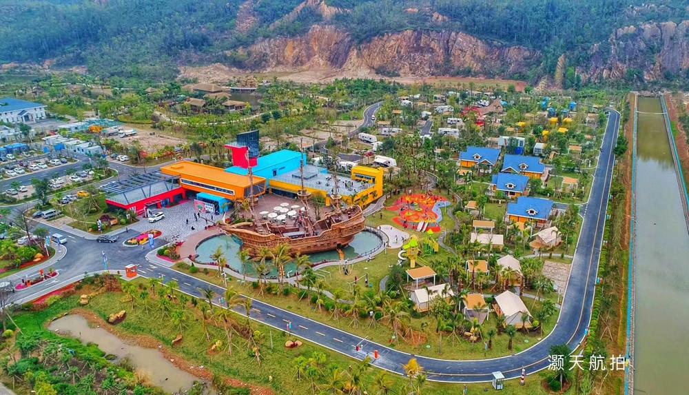 乐园还配备沙坑遗迹乐园,儿童游乐园等游玩设施,停车位,餐饮服务等
