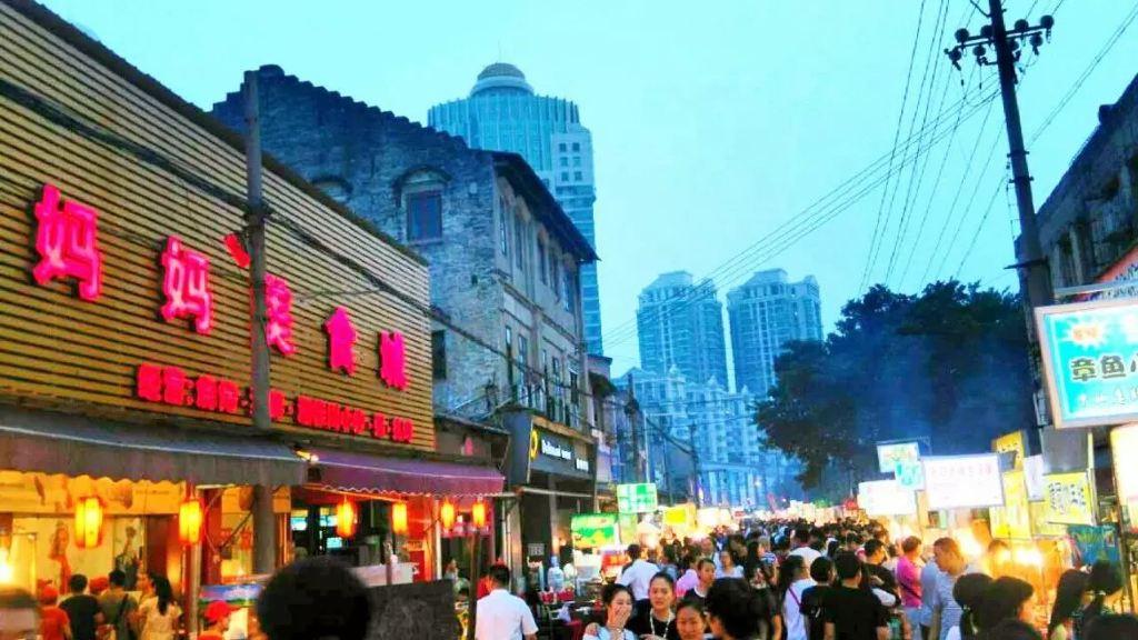 这就是中山路小吃步行街了,有点台北街头的feel,不过非常多人,要看好图片