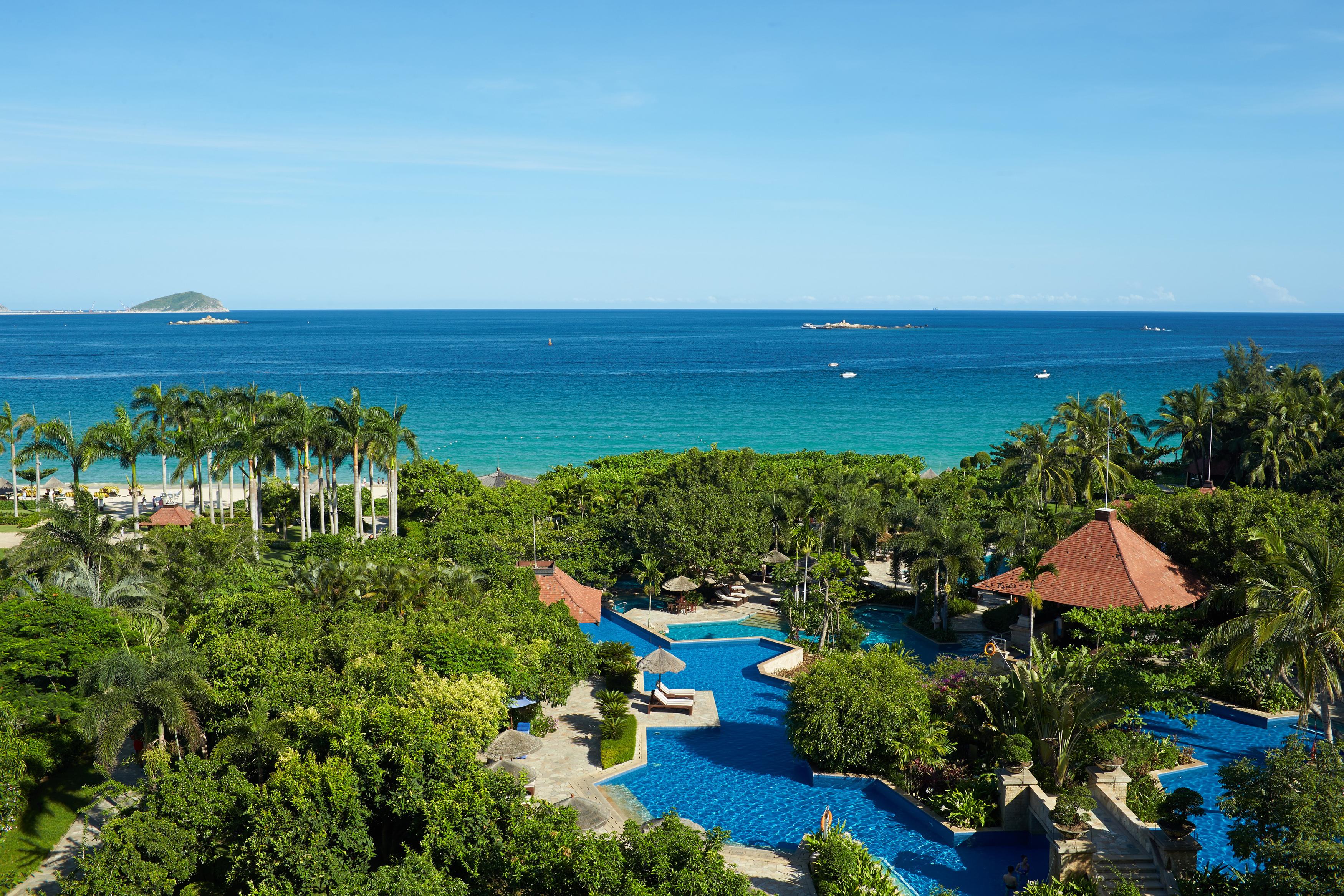 海南三亚亚龙湾的希尔顿,红树林,喜来登和丽思卡尔顿四个酒店哪个比较