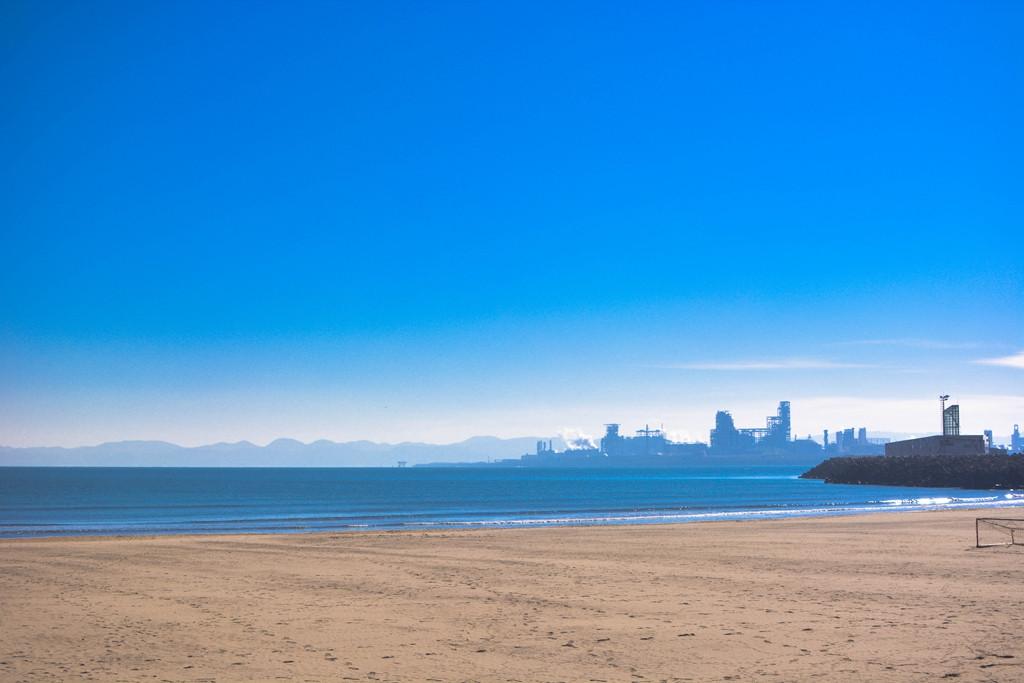 一半是海水,一半是蓝天