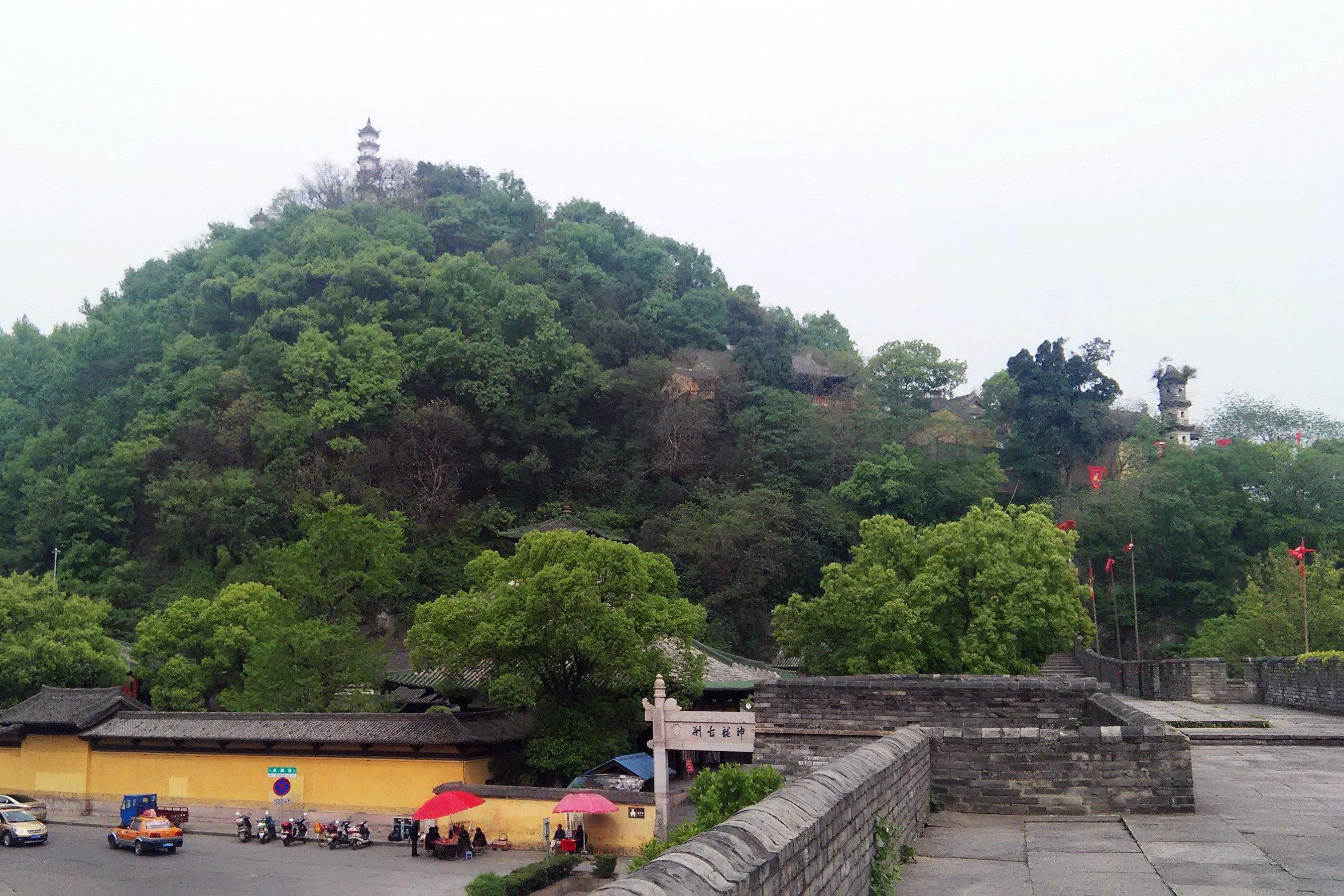 寺和里面的千佛塔