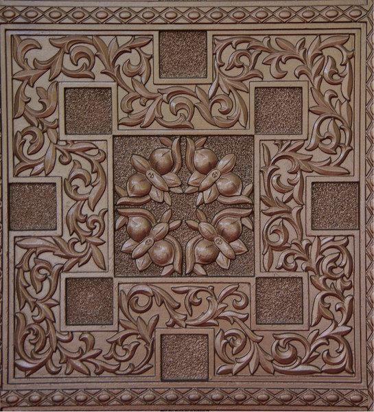 铜门上的花纹很精致,有金日成花-蝴蝶兰