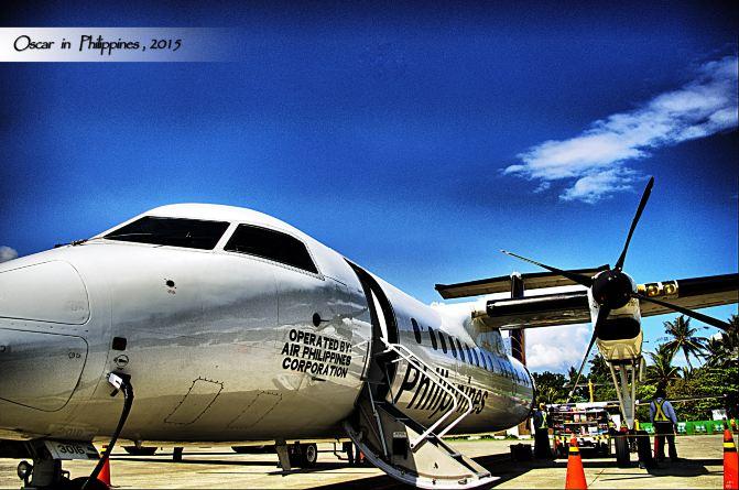 飞机紧急出口后一排