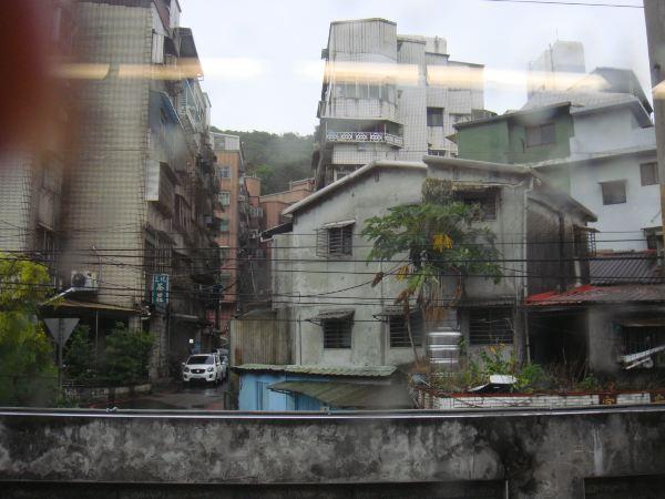 雨中的房子简笔画