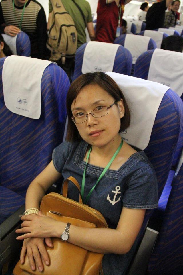 这是在飞机上了,马上就要飞太过了,老婆第一次坐飞机,她表示很害怕,我