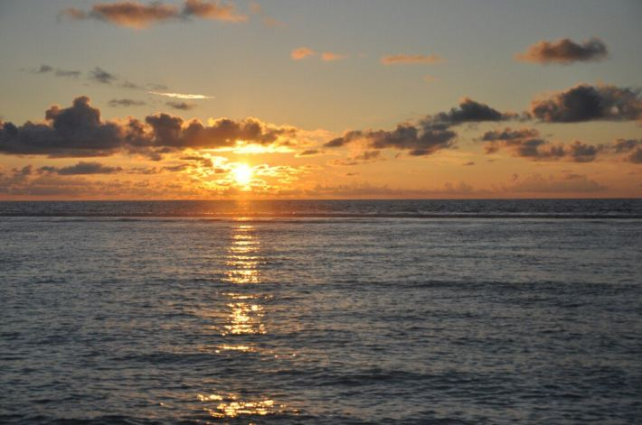 幼儿园海边日出水粉画