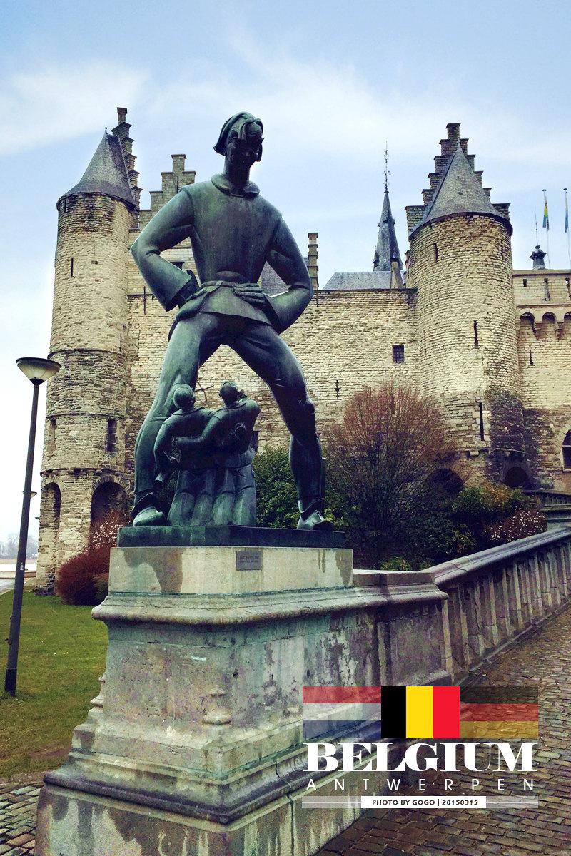 "het steen steen 城堡,在荷兰语中就是""石头城堡""的意思."