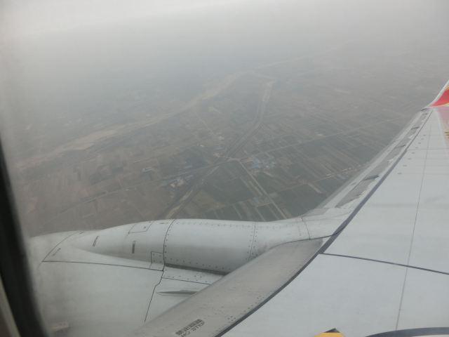 飞机到达咸阳机场后,在出站口买到去西安火车站的