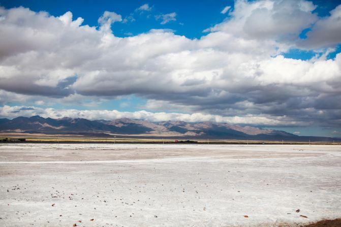 茶卡盐湖位于青海省海西蒙古族藏族自治州乌兰县茶卡