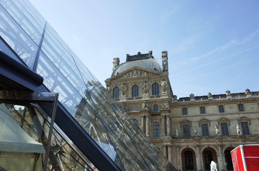 卢浮宫和玻璃金字塔 其实卢浮还有好多入口