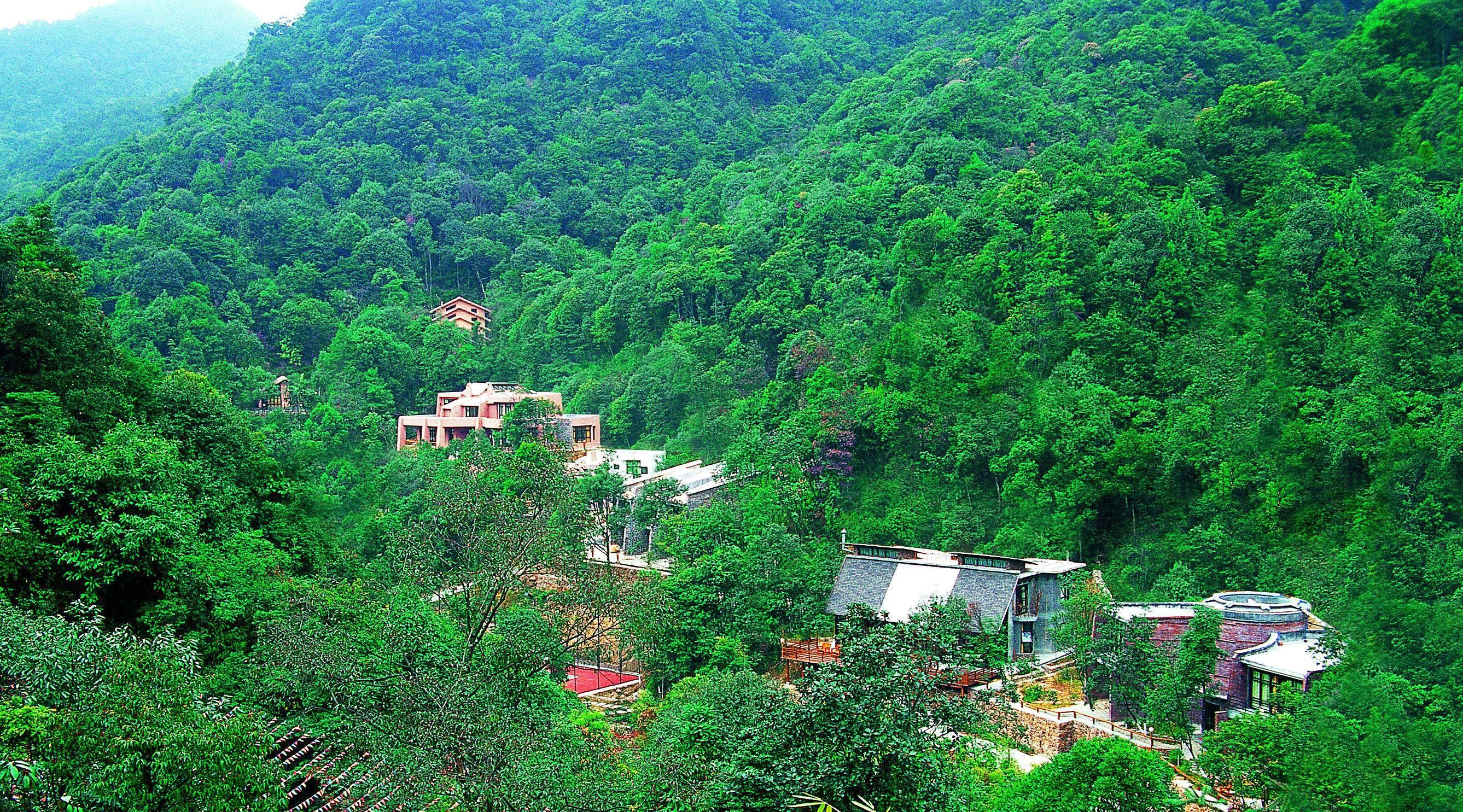 龙门云天海原始森林度假村停车场