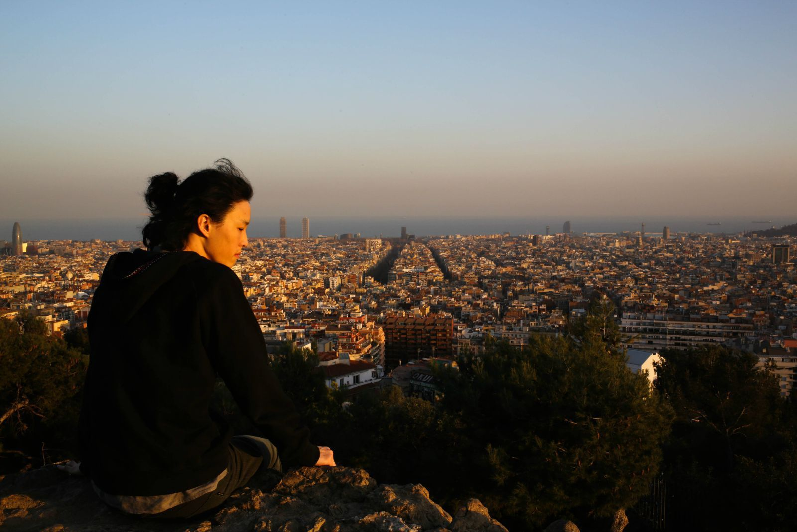 据说巴塞罗那这个城市规划也是高迪设计的,这个城市可以说就是