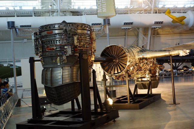 为提高推力,增加了发动机的空气流量和涵道比,提高了发动机的工作温度