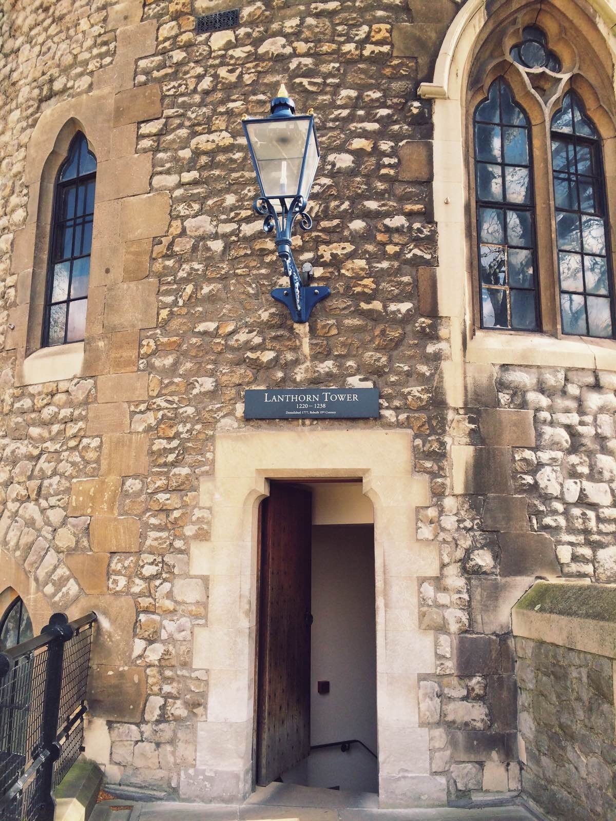 伦敦塔 体验了一下中古世纪军人的行头:铁网衣