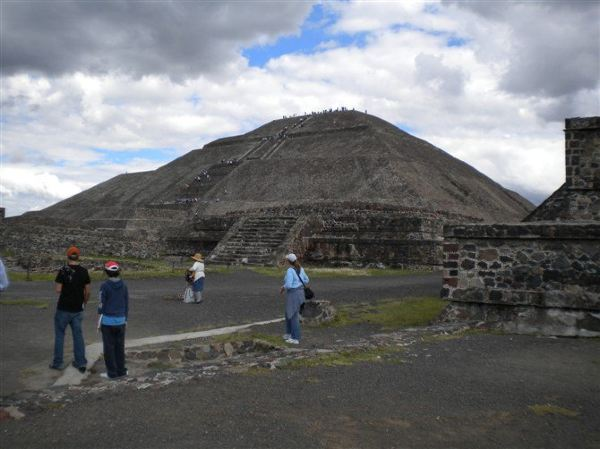 墨西哥城-膜拜于太阳金字塔下