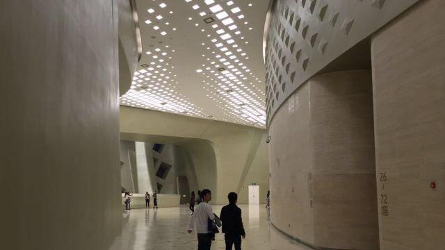 由著名结构主义设计大师扎哈·哈迪德设计