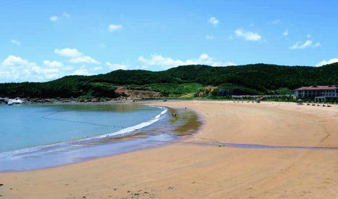 秀山岛滑泥主题公园位于秀山岛的西北端,面临上千亩平缓滩涂,是中国