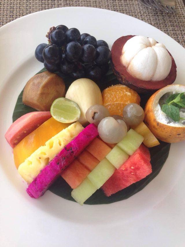 印尼水果拼盘:葡萄山竹番荔枝番石榴菠萝蜜橙子龙眼百香果芒果甜瓜图片