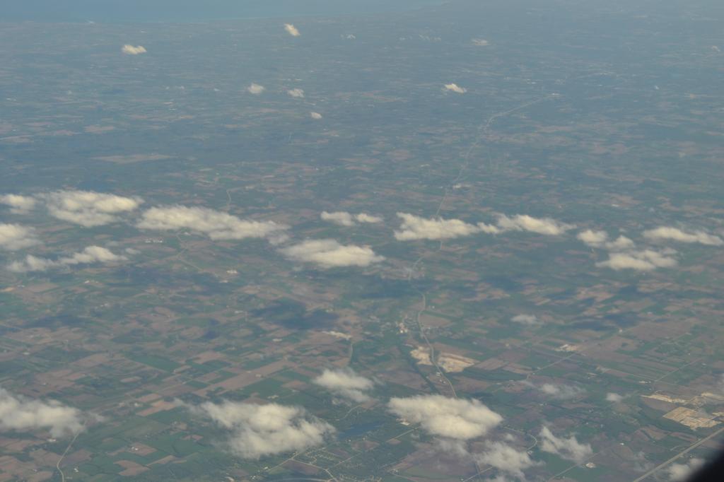 这航班航线好象是经沈阳哈尔滨过俄罗斯远东跨白令海