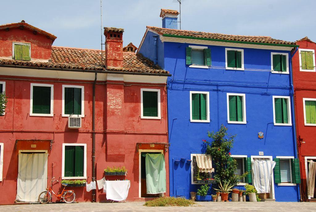 原以为彩色岛的房子是自己随意刷颜色的
