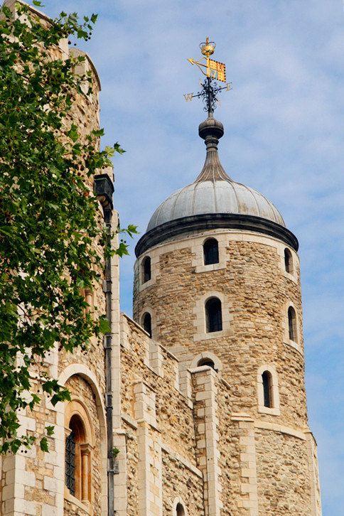 伦敦塔 珍宝馆  有全套的御用珍宝在那里展出