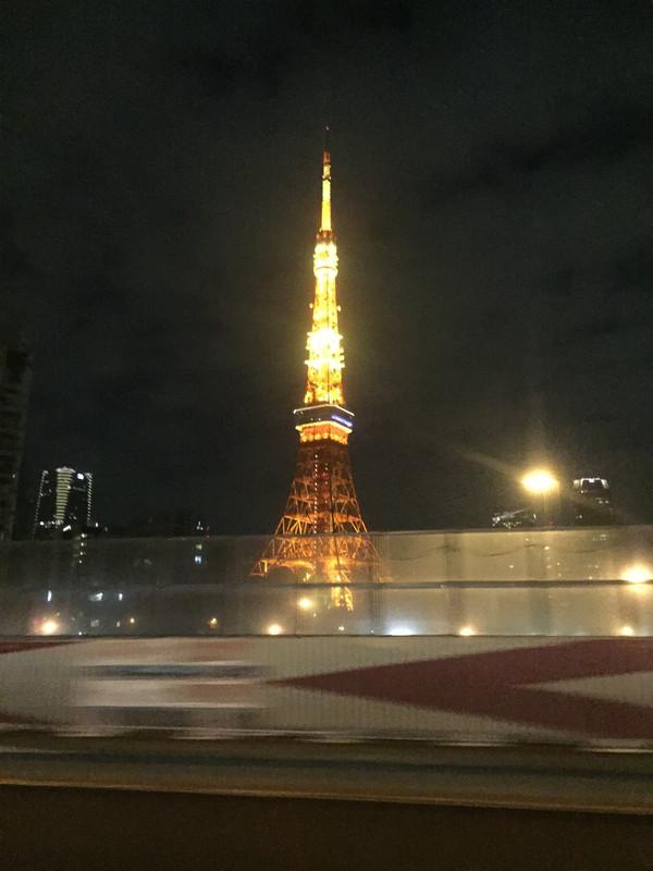 东京电视塔在儿时的日剧中是剧中男女主角表白的最佳场所,这次看到了