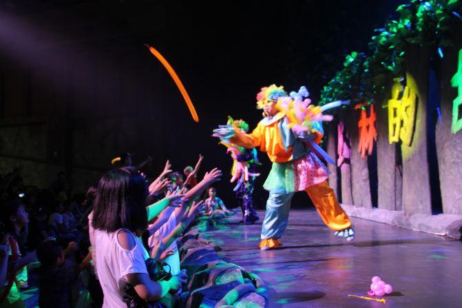 飞舞的塔罗牌,闪光的魔法阵,变身青蛙的冒失盗贼…魔法城堡利用跟踪