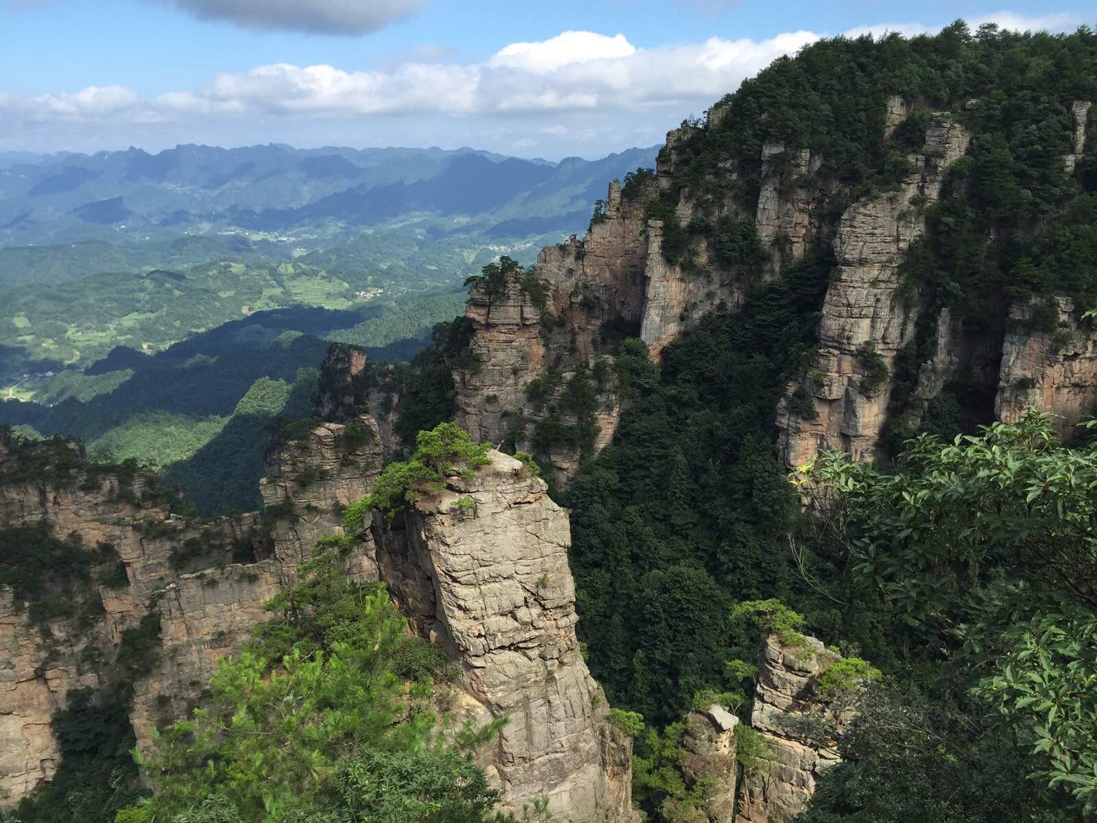 近处悬崖风景图片