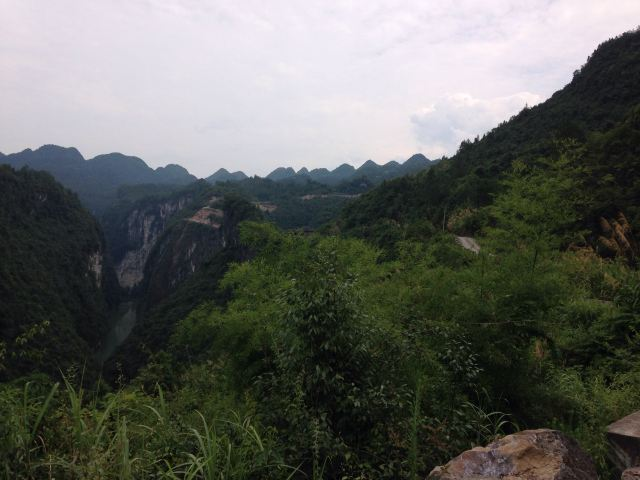 屏山风景区,距离鹤峰县城约10公里.