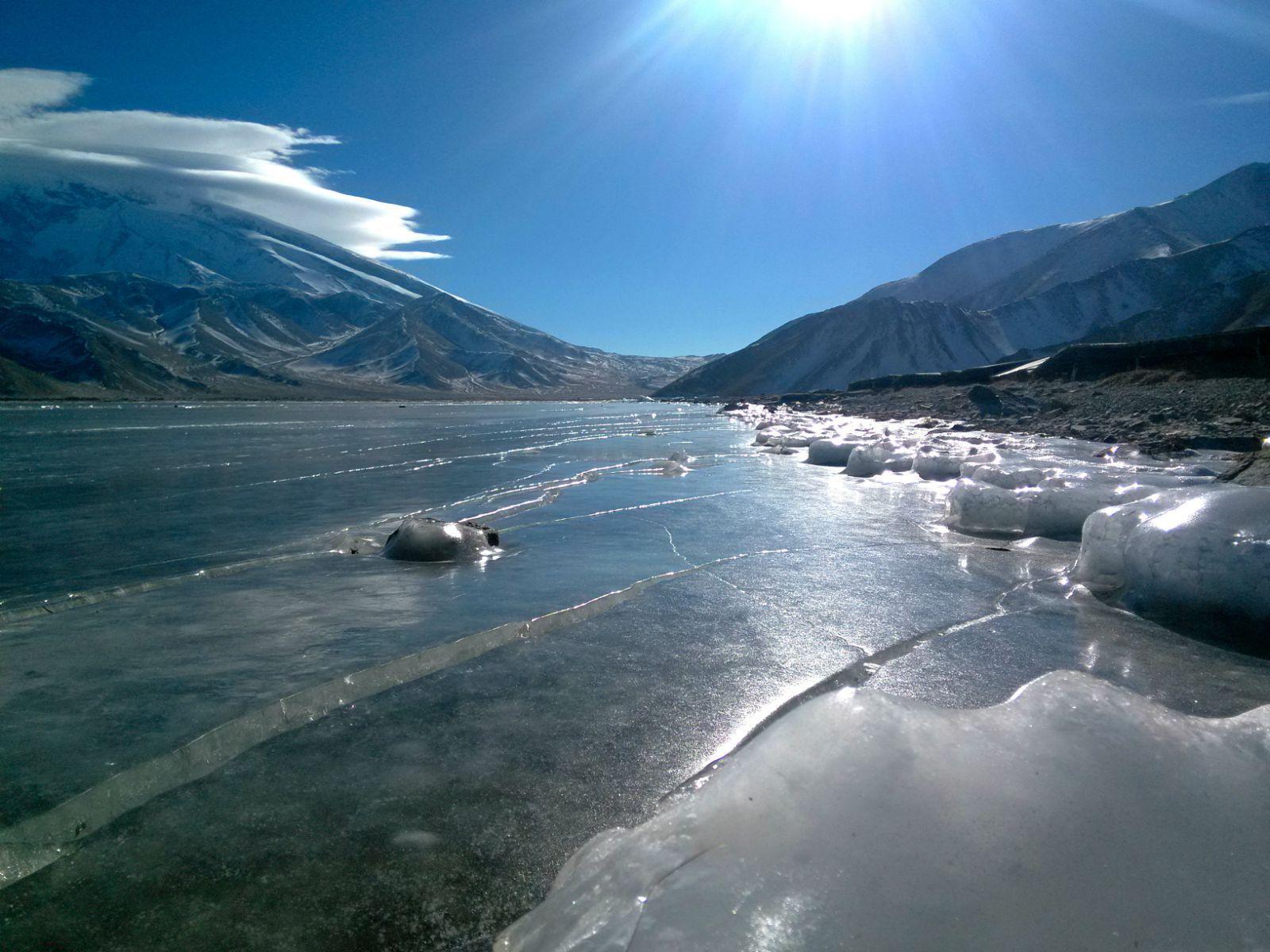 冰封,远眺慕士塔格峰