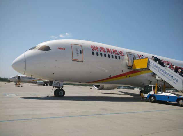 北京首都机场,正准备飞往芝加哥的波音787