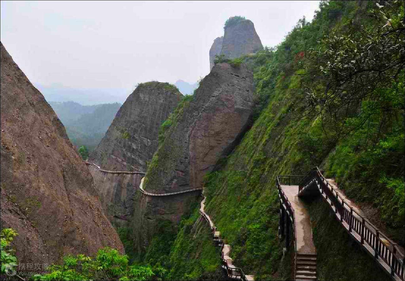 暂无酒店信息 共5个景点,包含2个经典景点:辣椒峰景区 八角寨风景区