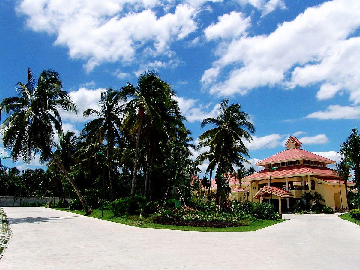 三亚珠江南田温泉位于三亚海棠湾南田农场内,建有34个温泉池,水温56