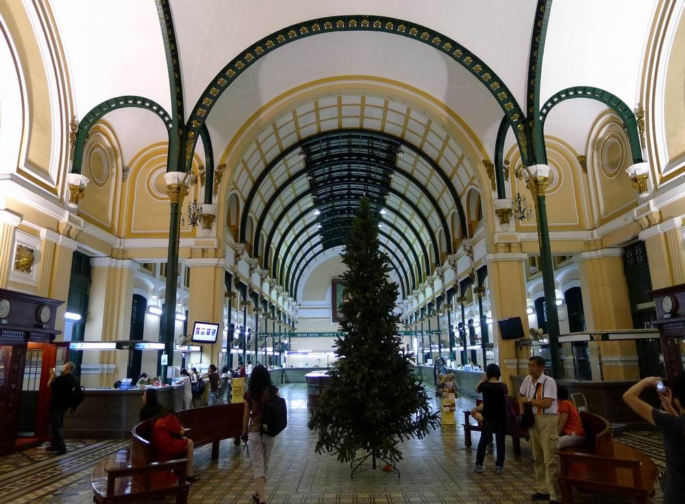 邮局,建于19世纪末,由法国设计埃菲尔铁塔的建筑师设