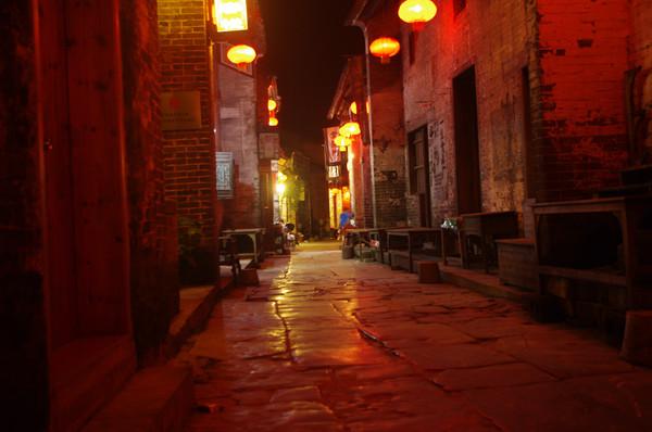 (黄姚手绘地图)  古镇的住宿在携程上有很多客栈,如果不想住在木板房