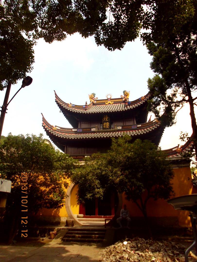 阿育王寺因为舍利塔的存在得到历代统治者的赏赐