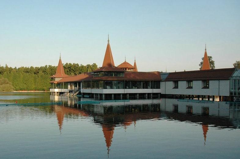 黑维兹温泉疗养湖  Thermal Lake of Heviz   -1