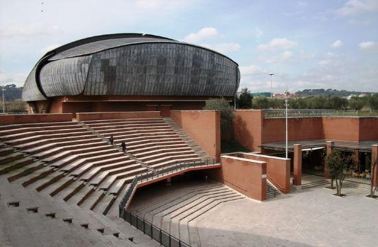 5分 (2条点评) 4 由意大利顶级建筑师renzopiano设计,这个音乐馆包括