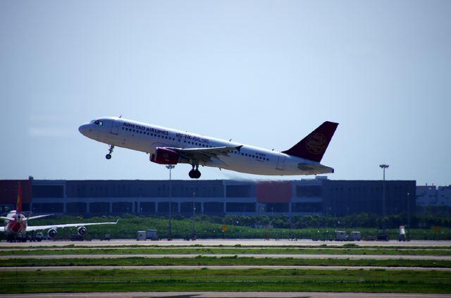 浦东机场飞机起降