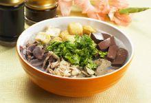 南京美食图片-鸭血粉丝汤