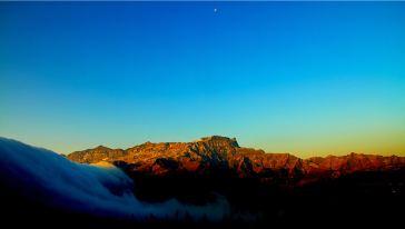 日月同辉月亮崖