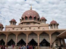 粉红清真寺-布城-轻快的行走脚步